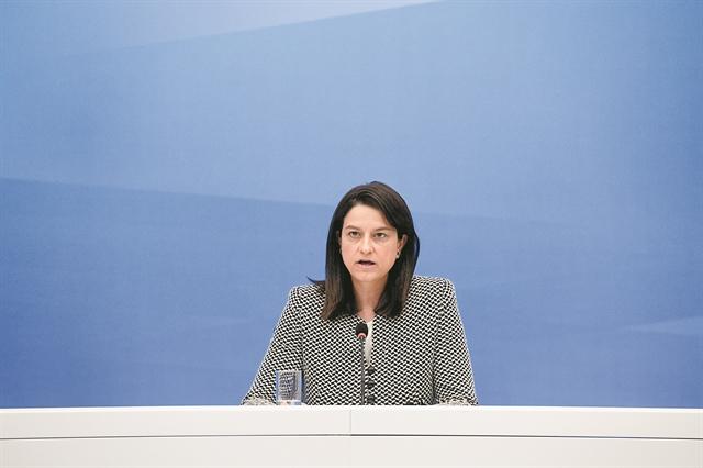 Η υπουργός που αγάπησε την Παιδεία εξ αποστάσεως | tovima.gr