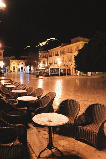 Τραπεζάκια έξω από την 1η Ιουνίου | tovima.gr