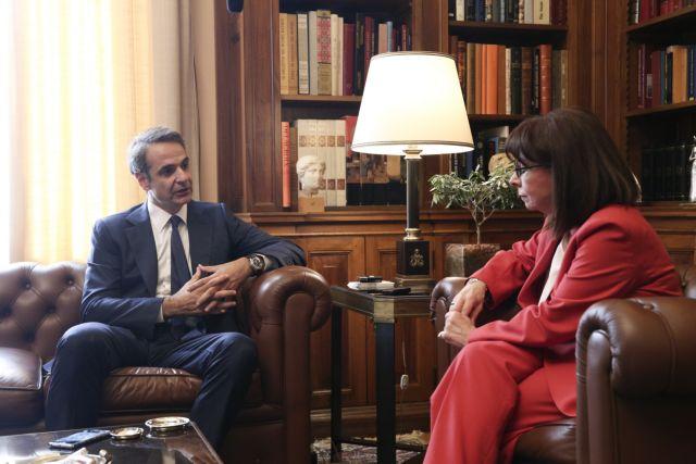 Μητσοτάκης σε Σακελλαροπούλου: Θα αντιμετωπίσουμε τις τουρκικές προκλήσεις | tovima.gr