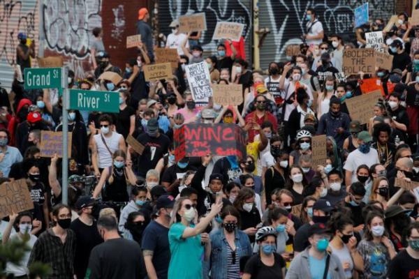 ΗΠΑ: Συνεχίζονται οι μαζικές διαδηλώσεις για τη δολοφονία Φλόιντ – Αλλάζει στάση προς τους διαδηλωτές ο Τραμπ   tovima.gr
