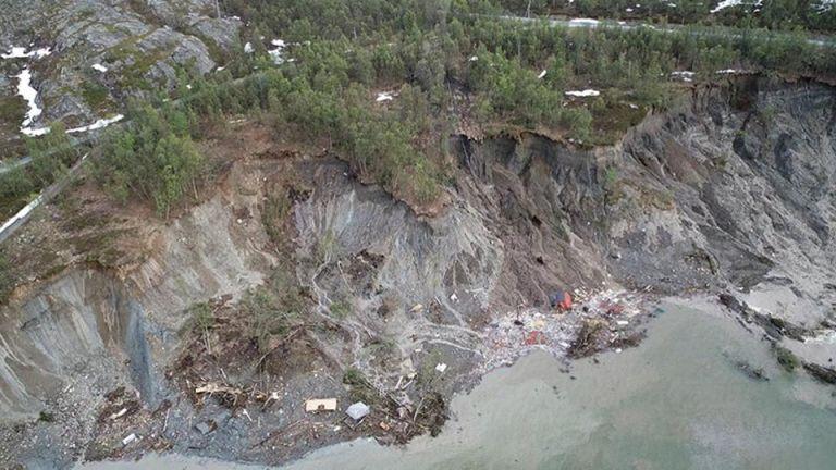 Νορβηγία: Τρομακτική ολίσθηση του εδάφους – Σπίτια κατέληξαν στη θάλασσα | tovima.gr