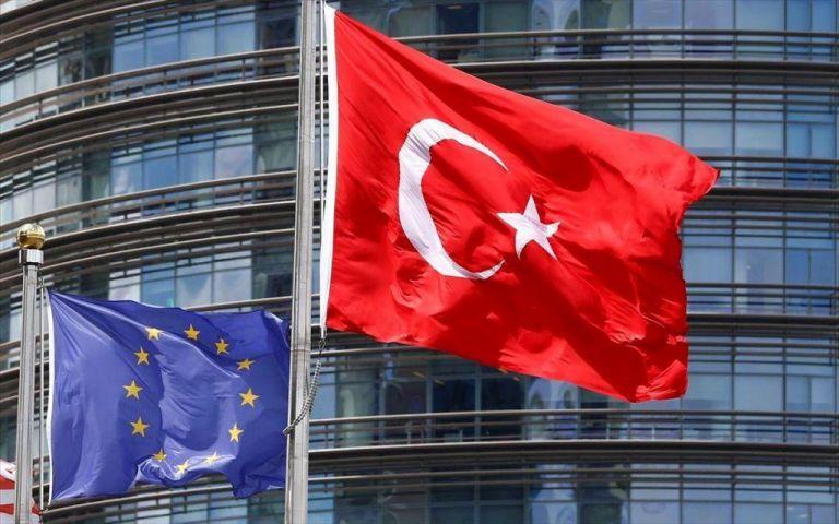Γερμανικός Τύπος: Η Ελλάδα θέλει να δείξει στην Τουρκία τα δόντια της | tovima.gr
