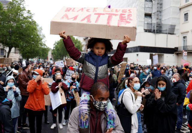 Λονδίνο: Διαδήλωση για τον θάνατο του Τζορτζ Φλόιντ  – Επεισόδια με έφιππους αστυνομικούς   tovima.gr