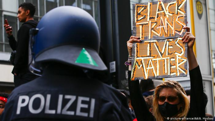 Υπάρχει ρατσισμός στη γερμανική αστυνομία; | tovima.gr