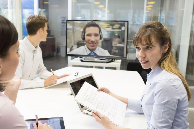 Πώς η τηλεργασία περιορίζει τη δημιουργικότητα που προσφέρει το γραφείο | tovima.gr