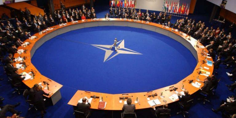 ΝΑΤΟ συζητά συνεργασία με ΕΕ για την επιχείρηση «Ειρήνη» | tovima.gr