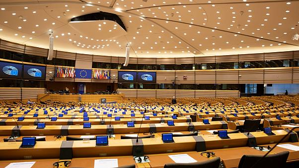 Οι προκλητικές απολαβές των ευρωβουλευτών | tovima.gr