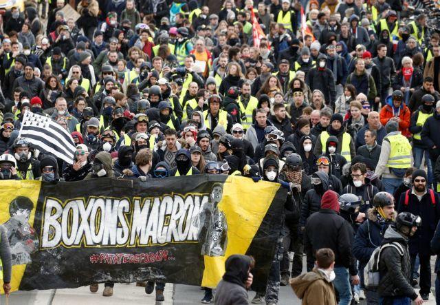 Γαλλία: Καταδικάστηκε αστυνομικός που χτύπησε με κλομπ 62χρονη διαδηλώτρια | tovima.gr