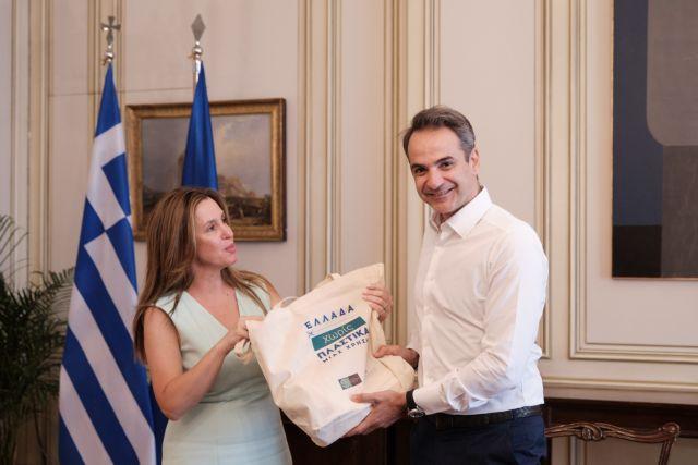 Σύσκεψη Μητσοτάκη για μια «Ελλάδα χωρίς πλαστικά μιας χρήσης» | tovima.gr