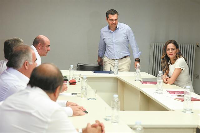 Ο ΣΥΡΙΖΑ βλέπει ρωγμές στην «πανοπλία» Μητσοτάκη | tovima.gr
