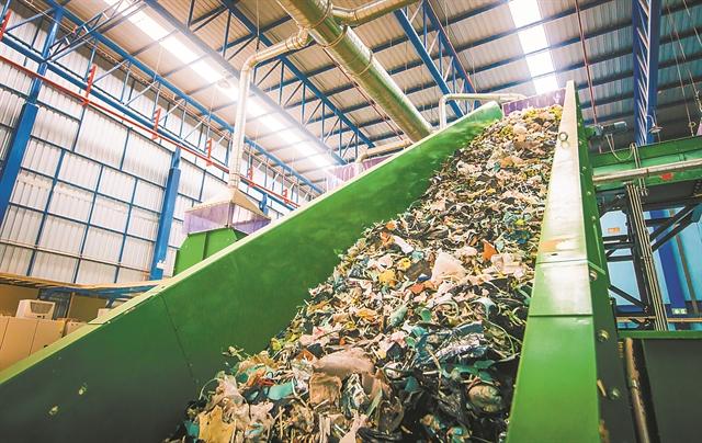Αναζητούνται  2 δισ. ευρώ για τη διαχείριση των σκουπιδιών   tovima.gr