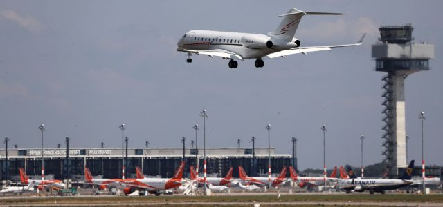 Ανυπολόγιστες ζημιές στις αεροπορικές εταιρείες: Περικοπές θέσεων και συρρίκνωση του στόλου | tovima.gr
