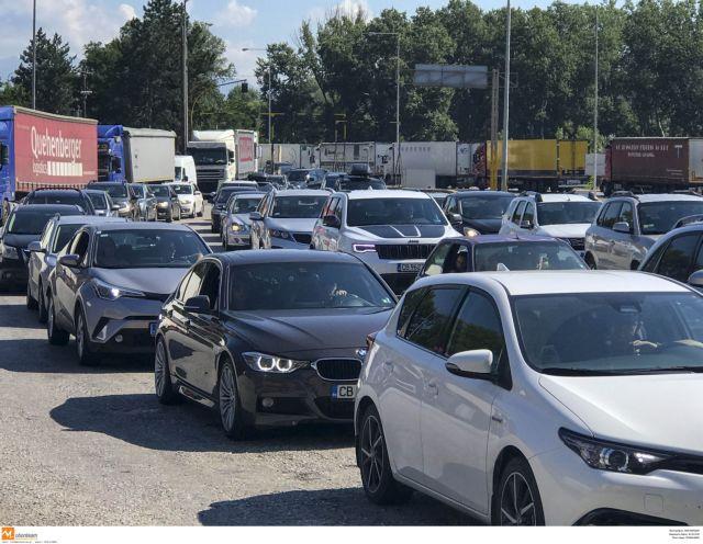 Πάνω από 23.000 οχήματα σε μια ημέρα πέρασαν από τον Προμαχώνα   tovima.gr
