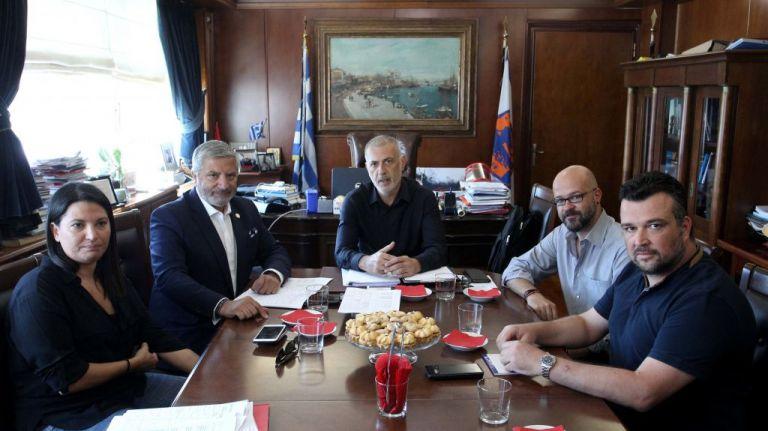 Συνάντηση Μώραλη – Πατούλη για τα μεγάλα έργα στον Πειραιά | tovima.gr
