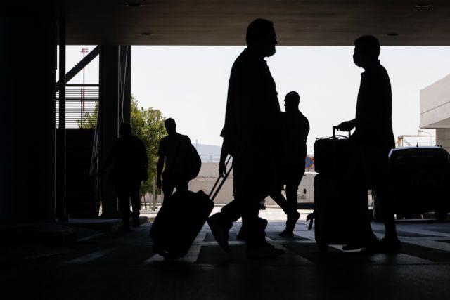 Τουρίστες: Συναγερμός στις Αρχές – Tουλάχιστον 11 κρούσματα «προσγειώθηκαν» στη χώρα | tovima.gr