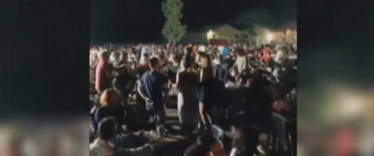 Νέες εικόνες συνωστισμού προκαλούν ανησυχία – Τι απαντούν οι διοργανωτές για το γλέντι 2.000 ατόμων   tovima.gr