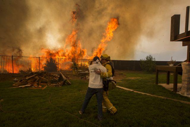 Πώς οι δασικές πυρκαγιές στις ΗΠΑ θα επηρεάσουν την πανδημία του κορωνοϊού | tovima.gr
