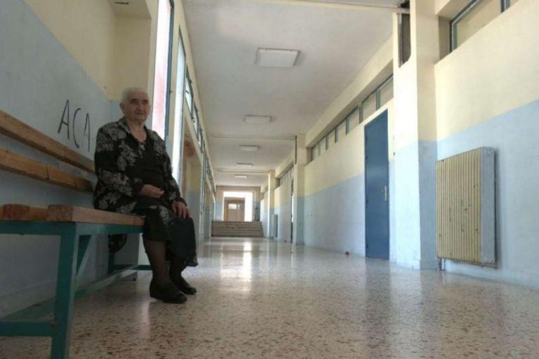 Κοζάνη: 86χρονη αποφοίτησε με πτυχίο  βοηθού νοσηλεύτριας φέτος από το ΕΠΑΛ | tovima.gr