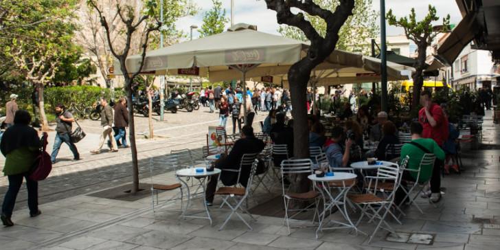Κορωνοϊός: Τέλος στο όριο των «6» στα τραπέζια – Χωρίς μάσκα στα εμπορικά κέντρα | tovima.gr