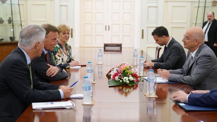 Τετ α τετ Δένδια με αντιπρόεδρο της Γερμανικής Βουλής – Τι συζήτησαν | tovima.gr
