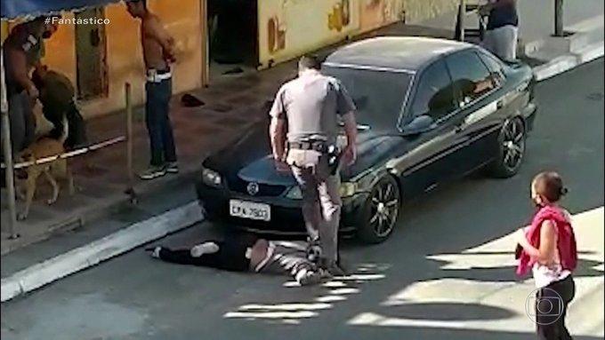 Νέο περιστατικό αστυνομικής βίας: Πάτησαν στον λαιμό έγχρωμη γυναίκα στη Βραζιλία | tovima.gr