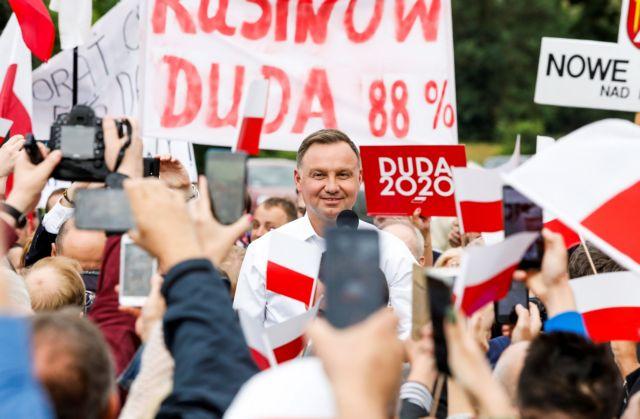 Πολωνία: Τι σημαίνει η επανεκλογή του Ντούντα   tovima.gr