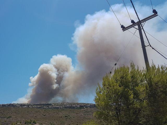 Φωτιά στο Λαύριο : Εκκένωση οικισμών και κατασκηνώσεων | tovima.gr