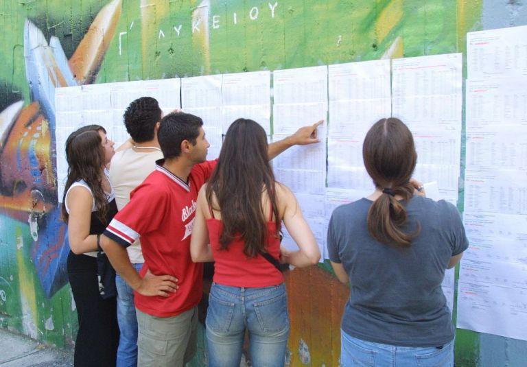Πανελλαδικές 2020 : Οι μισοί υποψήφιοι δεν «έπιασαν» τη βάση | tovima.gr