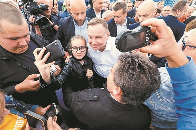 Πού βαδίζει η Πολωνία μετά την επανεκλογή Ντούντα | tovima.gr