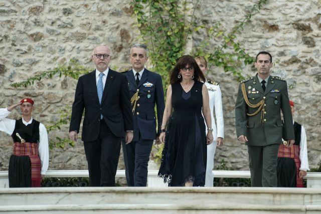 Η Πρόεδρος της Δημοκρατίας και το πολιτικό συμβούλιο | tovima.gr