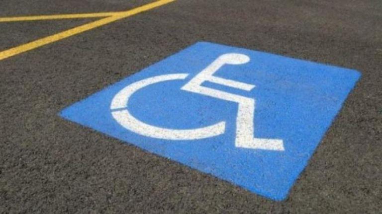 «Ποιος ανάπηρος κυκλοφορεί στις 22:00»   tovima.gr