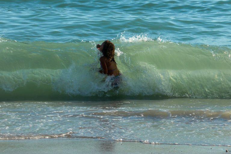 Πώς θα είστε ασφαλής στη θάλασσα   tovima.gr
