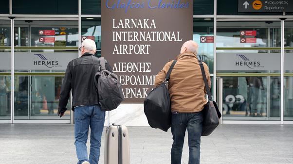 Κορωνοϊός – Κύπρος : Εντείνονται οι έλεγχοι – ξεκινά η κάθοδος των Βρετανών | tovima.gr
