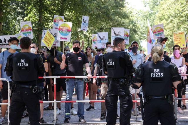 Κορωνοϊός – Βερολίνο: Μαζικές διαδηλώσεις κατά των μέτρων | tovima.gr