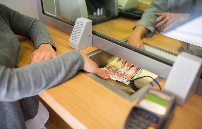 Η ύφεση φρέναρε την άνοδο των καταθέσεων | tovima.gr