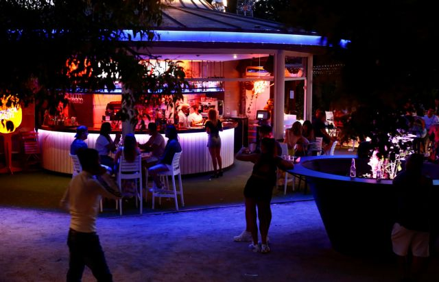 Lockdown στη μεταμεσονύχτια διασκέδαση επεξεργάζεται η κυβέρνηση | tovima.gr
