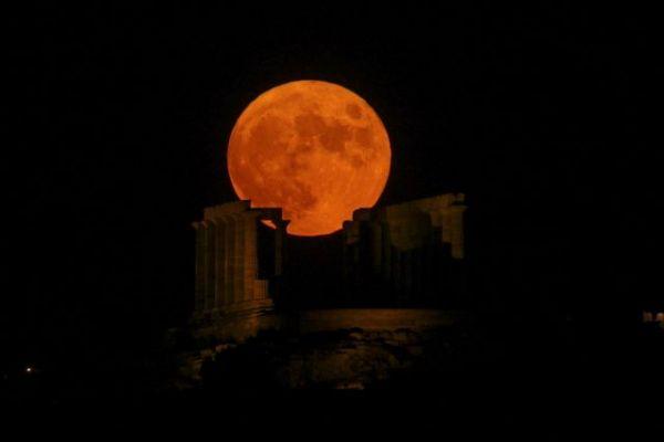 Πανσέληνος Αυγούστου: Εικόνες από το μαγευτικό φεγγάρι   tovima.gr