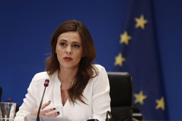 Αχτσιόγλου : Καταργούν εν κρυπτώ 13ο και 14ο μισθό για εργαζόμενους σε αναστολή   tovima.gr