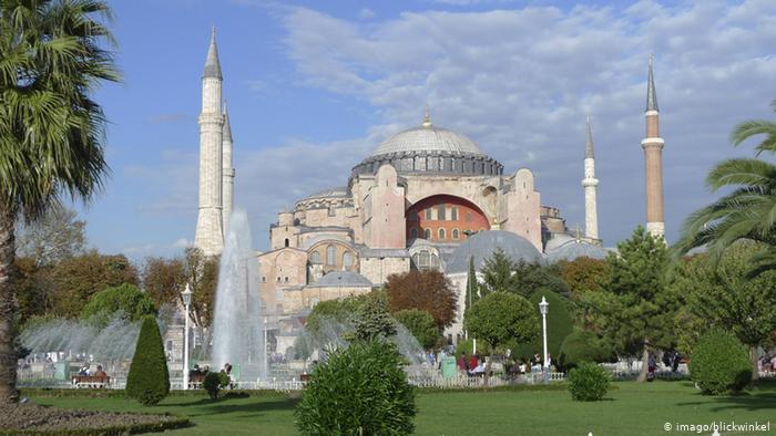 Αγία Σοφία: Κοινή χρήση από μουσουλμάνους και χριστιανούς;   tovima.gr