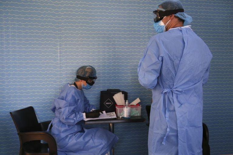 Κορωνοϊός: Μειώθηκαν τα κρούσματα, αλλά ο φόβος παραμένει  – «Έως15.000 οι ασυμπτωματικοί» | tovima.gr