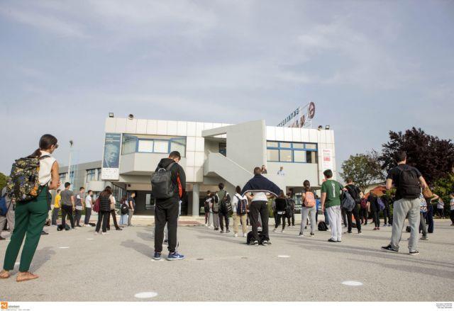 Πολιτική αντιπαράθεση για τα κυβερνητικά μέτρα και το άνοιγμα των σχολείων | tovima.gr