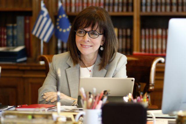 Η Πρόεδρος, ο Πρωθυπουργός, οι πολιτικοί αρχηγοί και το εμβόλιο | tovima.gr