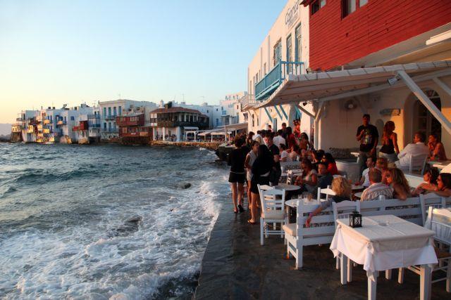 Μύκονος: Πάρτι σε βίλα με εκατοντάδες καλεσμένους   tovima.gr
