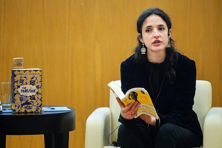 Ιζαμπέλα Χαμάντ: «Η οργή και η αγωνία είναι καύσιμα για τη γραφή» | tovima.gr
