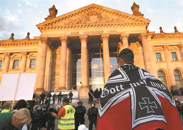 Τρομάζουν τη Μέρκελ οι γερμανοί «ψεκασμένοι» | tovima.gr