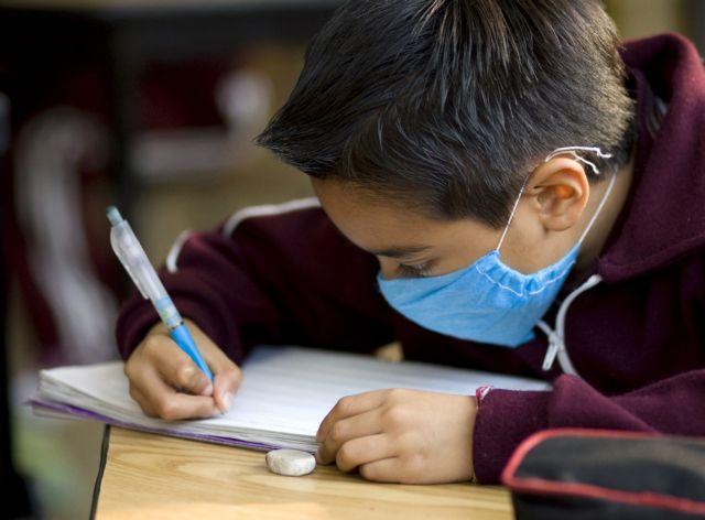 Τι προτείνουν οι αρνητές της παιδικής μάσκας; | tovima.gr