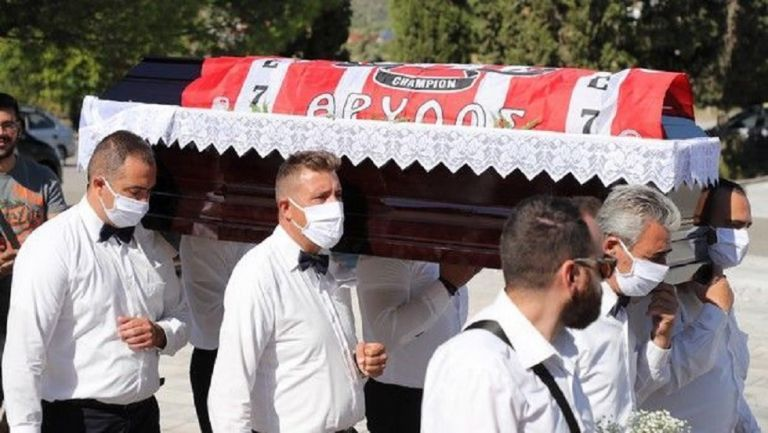 Ολυμπιακός : Με σημαία της ομάδας το τελευταίο «αντίο» στον Ανδρέα Βουρλιώτη | tovima.gr