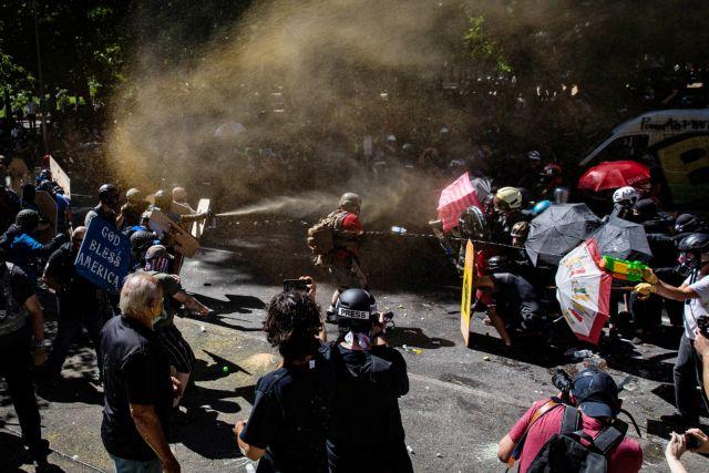 Πόρτλαντ: 14 συλλήψεις μετά τις συγκρούσεις μεταξύ διαδηλωτών   tovima.gr