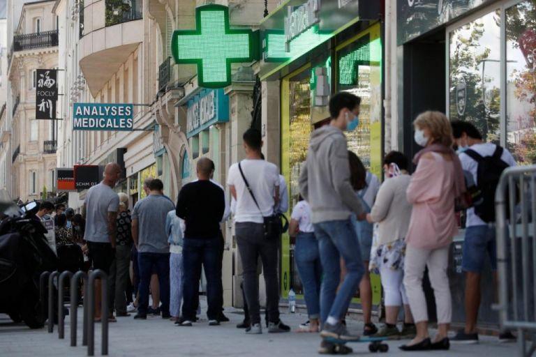Γαλλία : Υποχρεωτική η μάσκα σε όλο το Παρίσι – Έως αρχές 2021 το εμβόλιο | tovima.gr