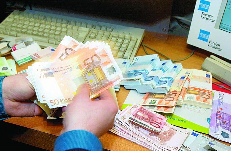 Κορωνοϊός: Πώς εκτίναξε τις τραπεζικές καταθέσεις | tovima.gr